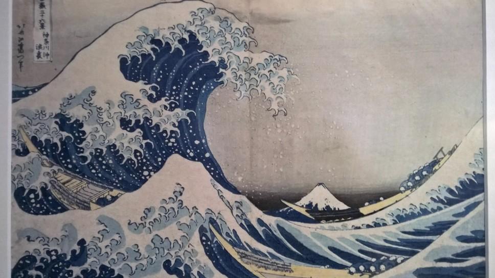 """wystawa sztuki - drzeworyt Katsuki Hokusai """"Pod wielką falą w Konagawie"""""""