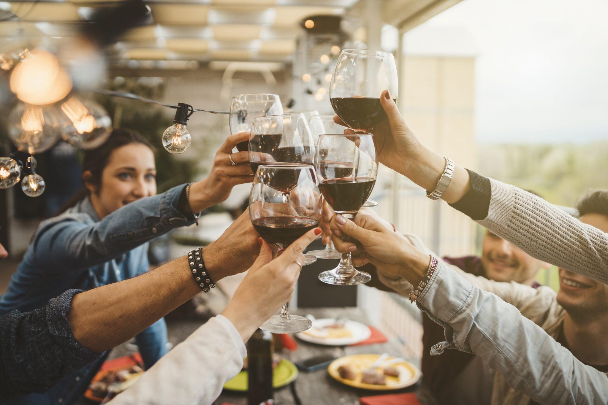 Alkohol przy jedzeniu: aperitif, digestif, wino?